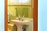 68 Jeffcoat Living Bathroom 02